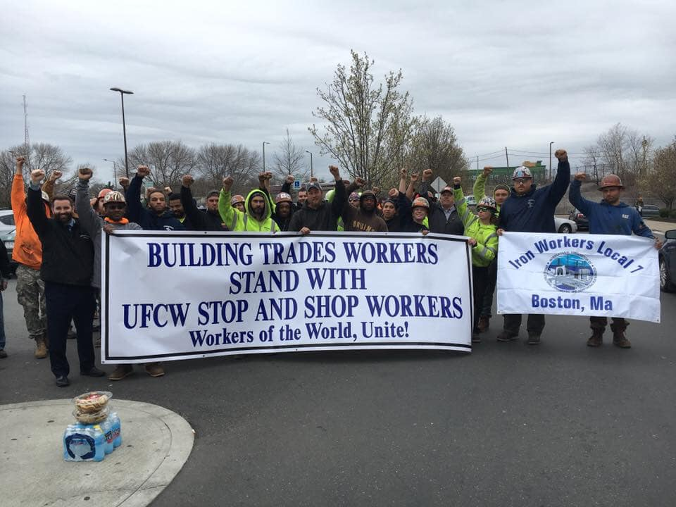 Local 7 stood in solidarity with striking UFCW Stop and Shop workers in 2019.